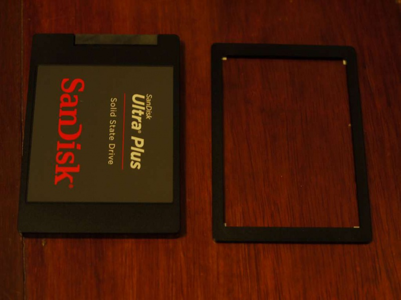 SanDisk SDSSDHP256G 内容物