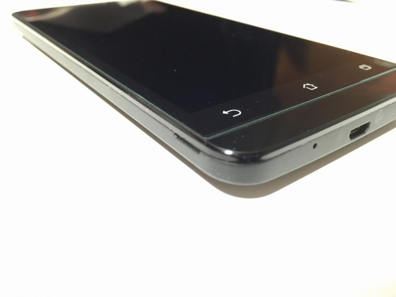 zenfone5強化ガラス 液晶保護フィルム 貼り付け