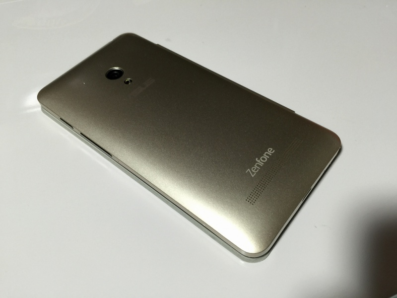 Zenfone5用フリップカバー 裏面